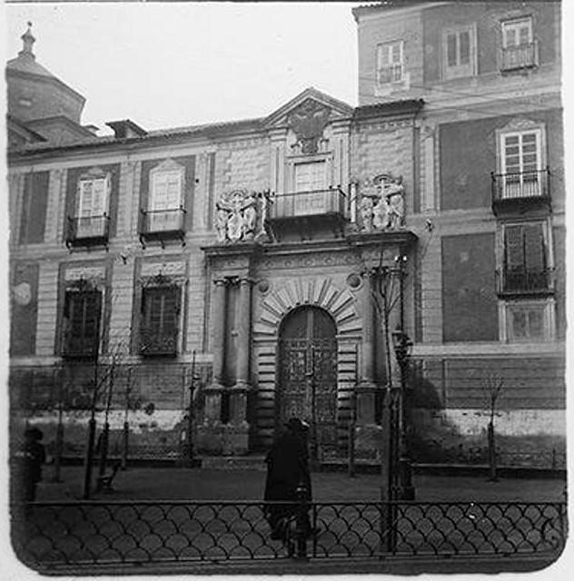 Plaza del Ayuntamiento y Palacio Arzobispal en 1904. Fotografía de Augusto T. Arcimis © Fototeca del IPCE, MECD. Signatura ARC-0727_P