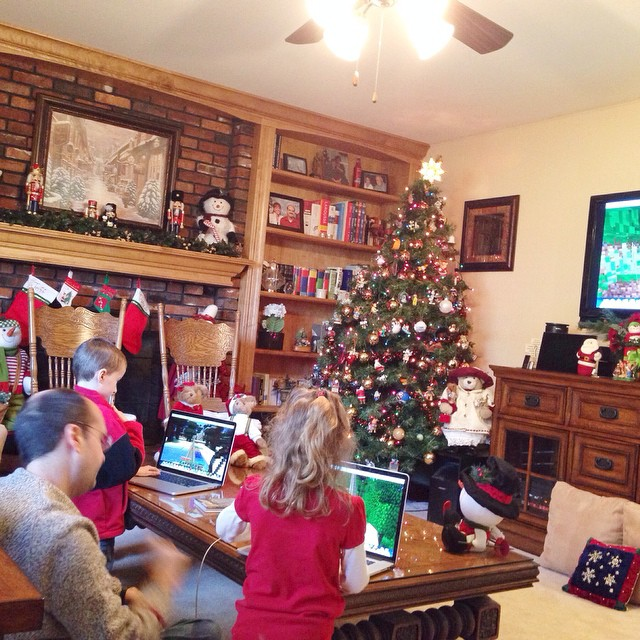 A Minecraft-dork-a-palooza!!! Haha!! 💚💚💚 Uncle Jeff is winning the kids over with his Minecraft setup!!