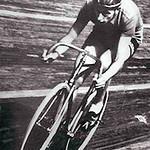 Fausto-Coppi-impegnato-nel-record-dellora-45871-km-Vigorelli-7-novembre-1942