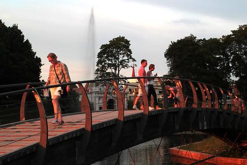 park bridge sunset people walking evening estonia roadtrip baltic eesti pärnu viro baltia