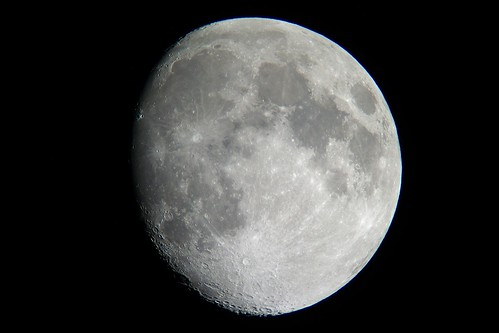 moon_7_sharpened_levels adjusted 自作の天体望遠鏡によって撮影した月の写真。