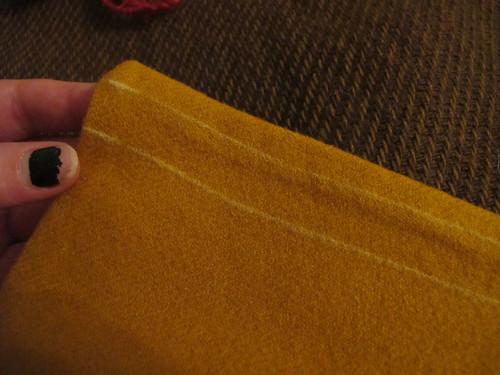 Medieval textile purse - 18