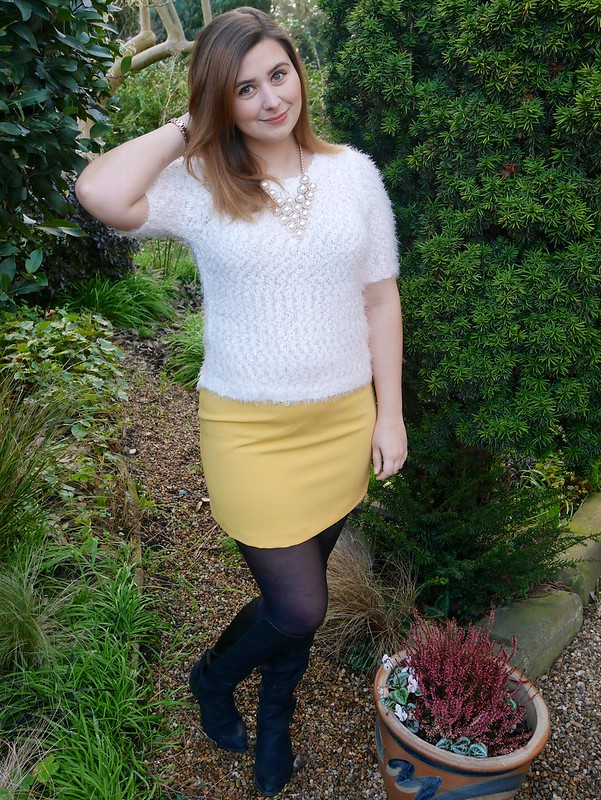Yellow mini skirt outfit post fashion blogger