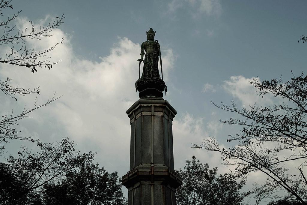 状態の悪い仏像