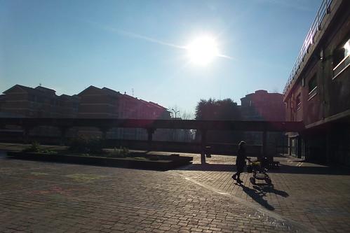Il sole dalla piazza Fabio Chiesa