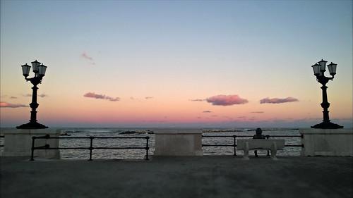 sunset mer public silhouette see mar tramonto mare nuvola view perfil profile cell rotonda vista valeria lungomare lampioni bari banc profil panchina morrone deti sagoma