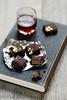 Chocolats à la pâte d'amandes et griottes