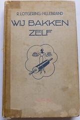 Wij bakken zelf van R. Lotgering-Hillebrand 1938 baking book vintage
