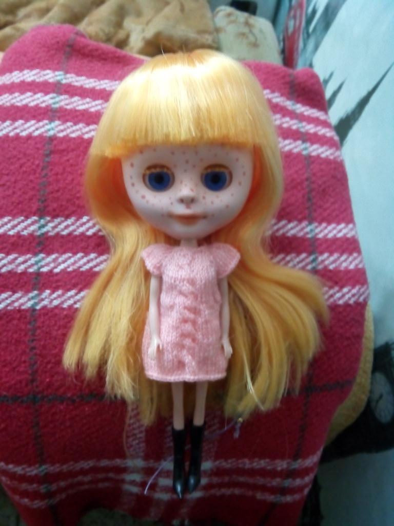 Primera custom de mi sobrina Luna. Por ahora solo ha lijado y maquillado a su gusto, pero ha tomado nota para las próximas jiji.