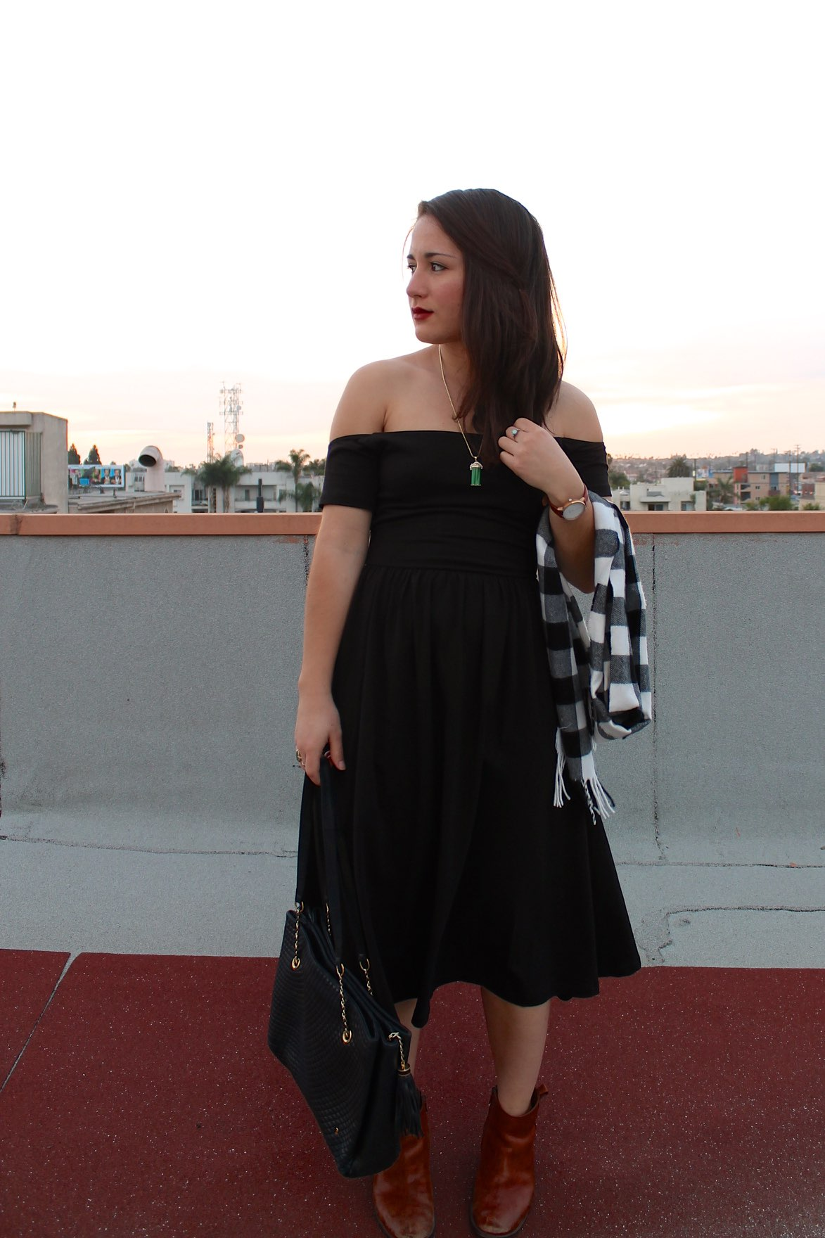 holiday #outfit: off-the-shoulder little black dress #style