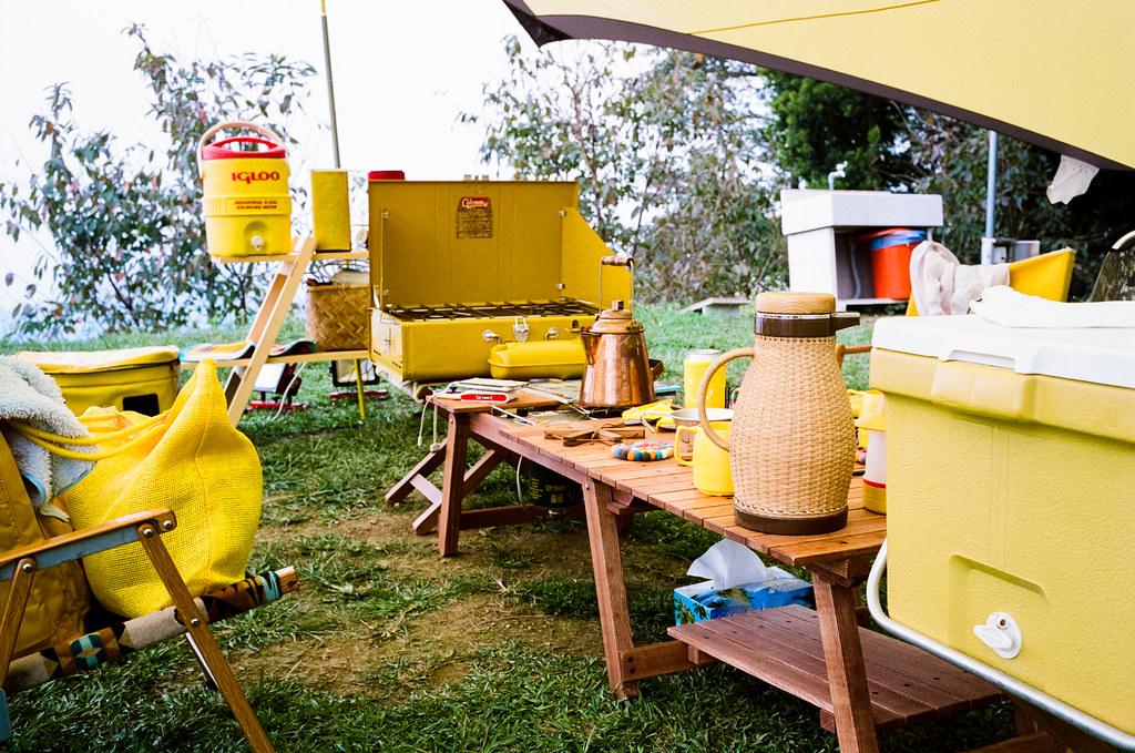 黃色露營趴