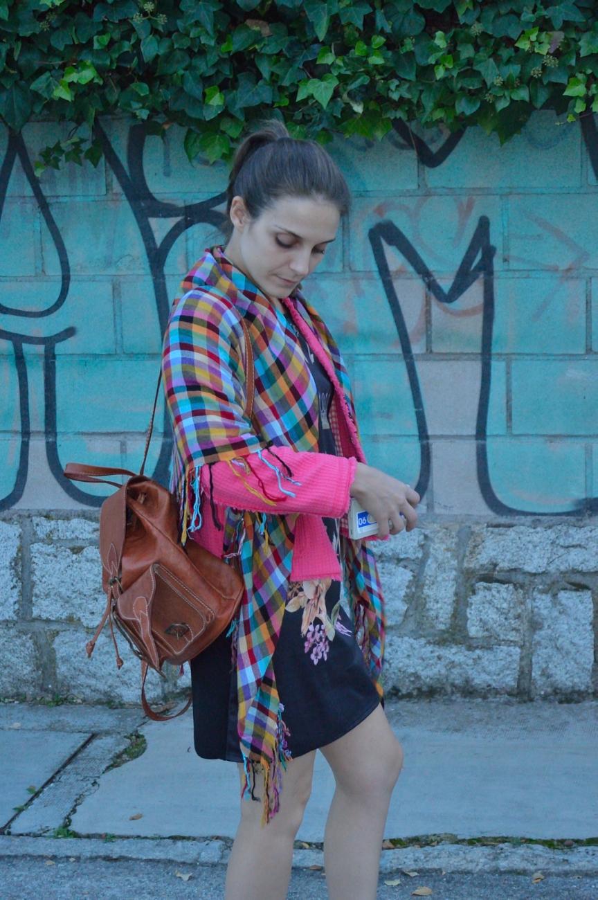 lara-vazquez-madlula-look-style-on-pink