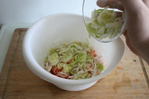 27 - Gemüse in Schüssel geben / Put vegetables to bowl