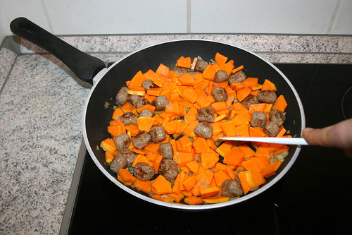 18 - Kürbis anbraten / Fry pumpkin