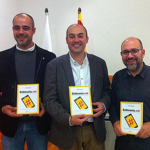 Presentació del llibre #sobiraniaCAT a Premià de Mar amb l'alcalde @miquelbuch i @ganyet #igersmaresme #igersbarcelona #igerscatalunya #maresme #premiademar #barcelona #catalonia #catalunya #internet #periodisme #sobirania