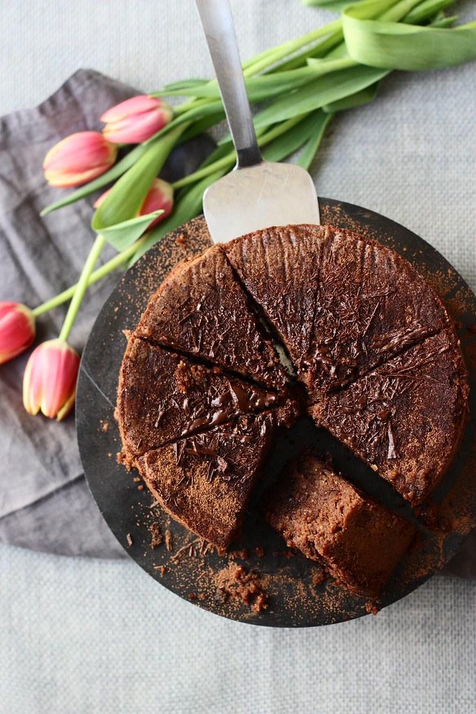 FLOURLESS CHOCOLATE-FIG CAKE