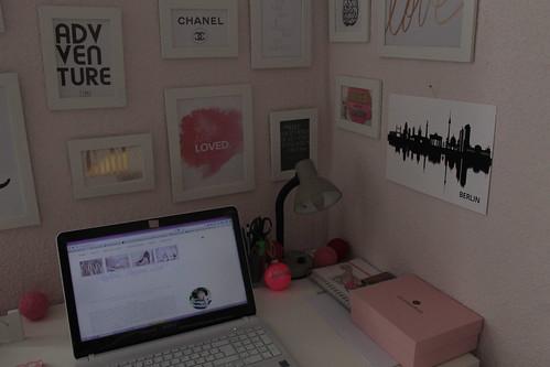 home-office-desk-schreibtisch-inspiration-idee-blog-fashionblog-interior-ikea-weiss-rosa