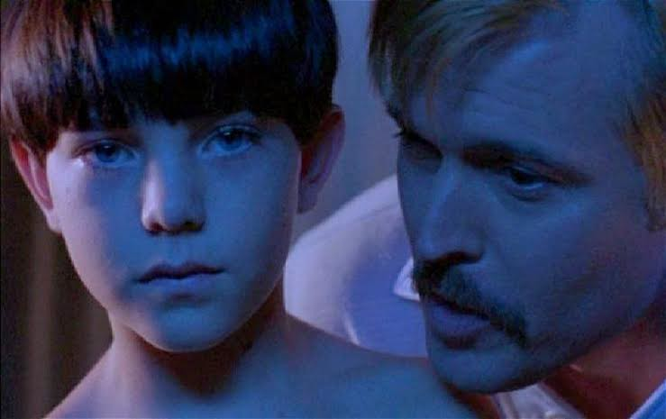 「在所有人之中他選擇了我。聽起來有點怪,但在一開始的時候,這讓我感到驕傲。」(神秘肌膚,2004)