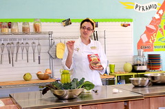 Chef Alyssa Dole teaches Seed-to-Plate Nutrition Education™ students about quinoa.
