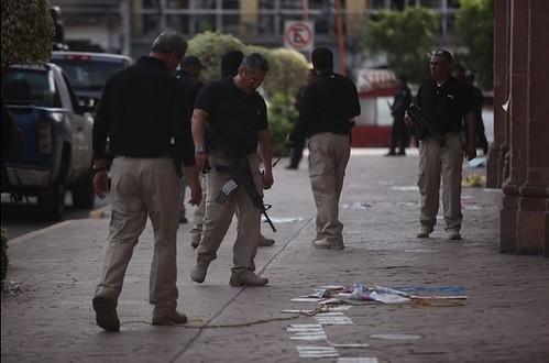 Agentes en la zona del tiroteo en Apatzingán el pasado 6 de enero. Foto Cuartoscuro / Alan Ortega