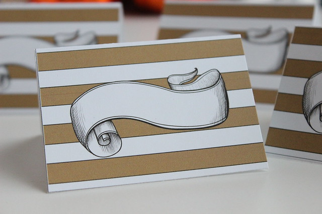 The Trendy Sparrow: Freebie: Gold Thanksgiving Place Cards