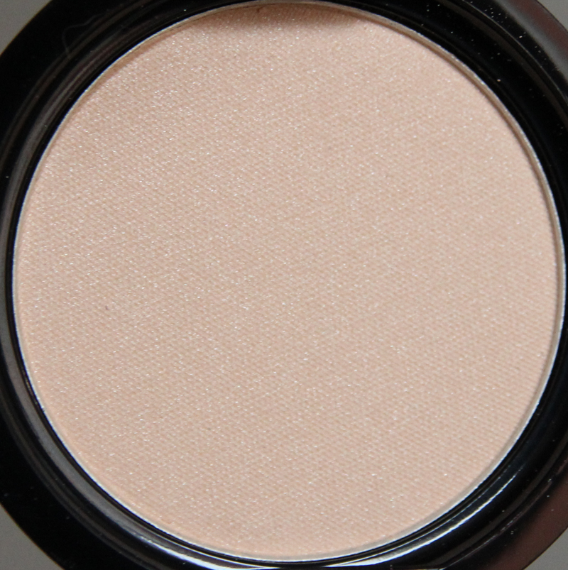 Claudia dreamy nude eyeshadow single1