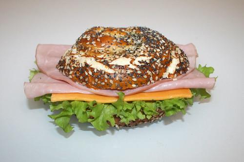 Ham & cheese pretzel roll / Laugenbrötchen mit Schinken & Käse