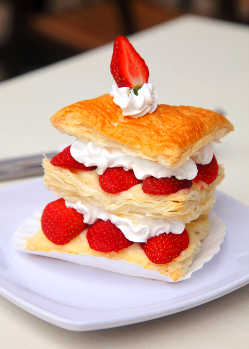 strawberry moment dessert cafe Strudel