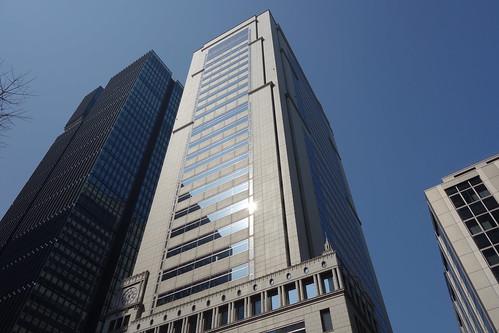 "Tokyo_10 東京都丸の内の高層ビルディング群を撮影した写真。 中央は ""大手町野村ビル"" である。"