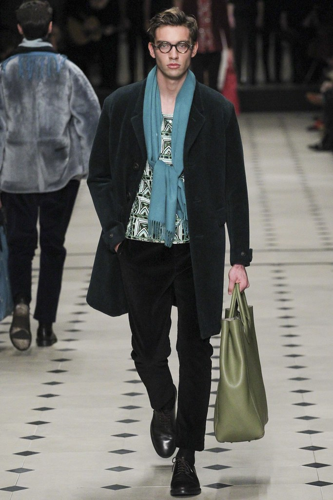 FW15 London Burberry Prorsum043(VOGUE)