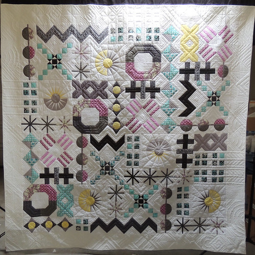 It's a Mod Mod Sampler Quilt - Finished