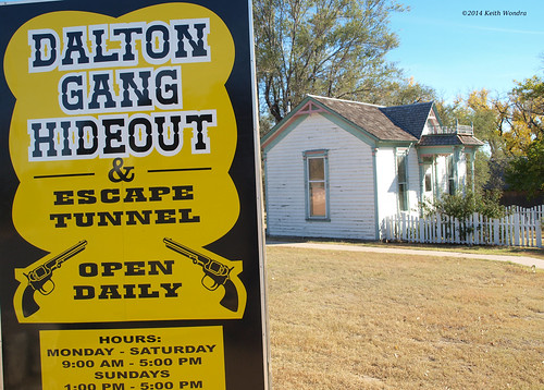 sign kansas museums meade whipplehouse daltongang daltonganghideout jhwhipple evadaltonwhipple