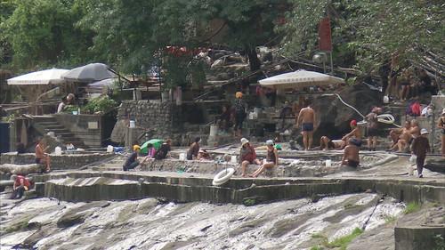 烏來溫泉業者變多,用水量增加,常常發生搶水大戰。