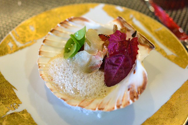 LA SAINT-JACQUES scallop on shell, celery, white truffle