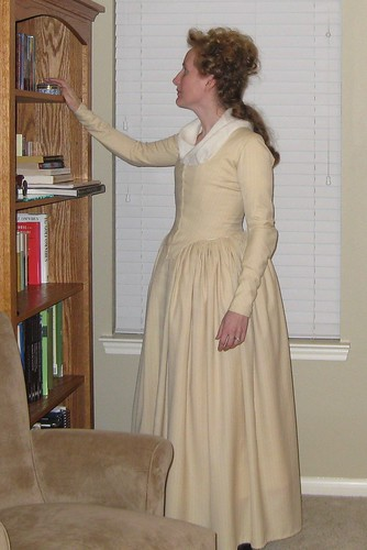 1780s Tan Wool Round Gown