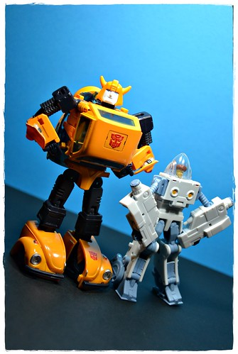 MP-21 Cybertron Espionage Bumble (Bumblebee)