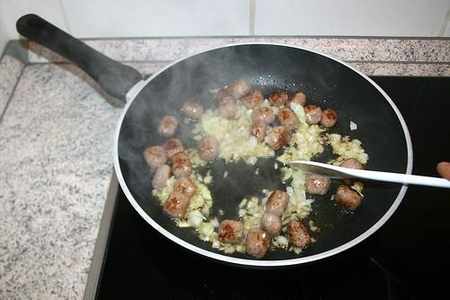 16 - Hälfte der Zwiebeln mit andünsten / Braise half of onion lightly