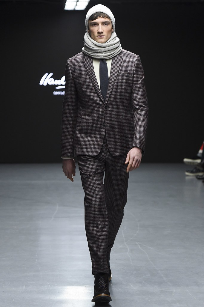 FW15 London Hardy Amies001_Jacob Coupe(VOGUE)