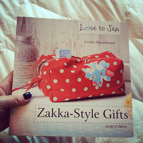 And this the other book on the Zakka style:) Now I only have to choose from which project to start:) E questo è l'altro libro:) Ora devo solo scegliere da quale progetto partire:)