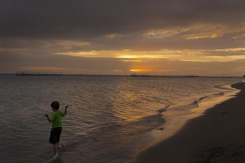 ocean camera light boy sunset sea sky sun colour beach clouds digital lens photography aperture nikon exposure flickr waves philippines iso photograph tamron iloilo panay villabeach iloilocity westernvisayas iloilostrait iloiloprovince tamronsp2470mmf28divcusd nikond610 villaarevalodistrict
