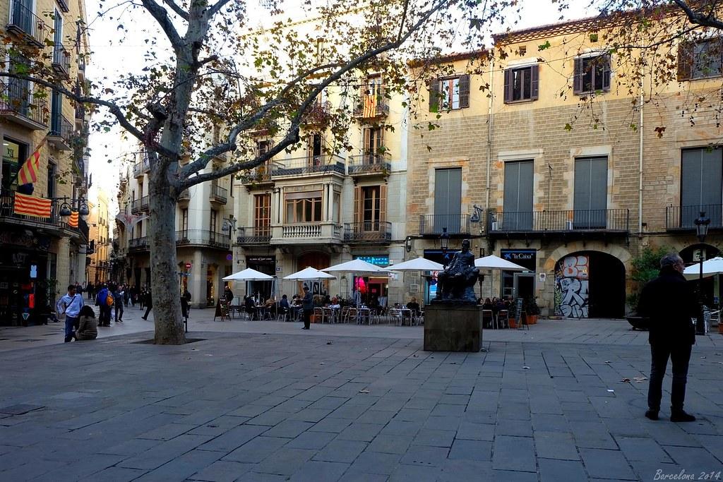Barcelona day_1, Plaça de Sant Josep Oriol, Àngel Guimerà Statue