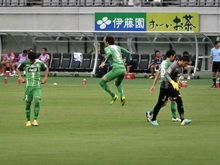 刀根亮輔選手のジャンプ。昨年まで東京ヴェルディに所属した土屋征夫選手を彷彿とさせる。