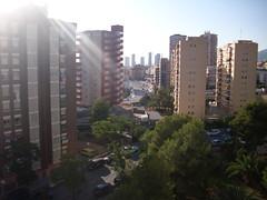 vistas al mar y a la montaña. Muy soleado. Solicite más información a su inmobiliaria de confianza en Benidorm  www.inmobiliariabenidorm.com