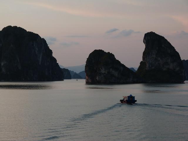 Atardecer en la Bahía de Halong (Vietnam)