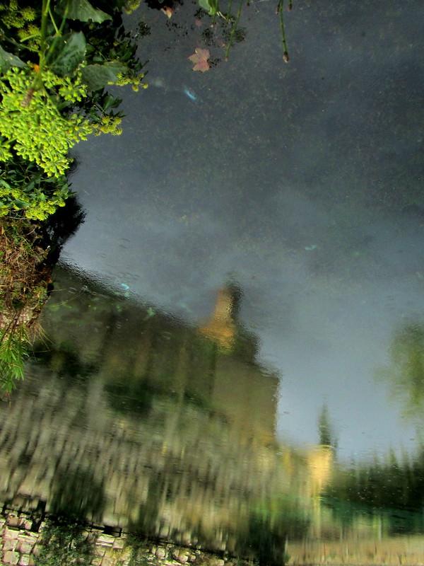Iglesia de Muel en el estanque