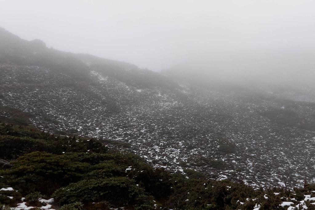 到達時,圈谷已經起了大霧,完全看不到山頂