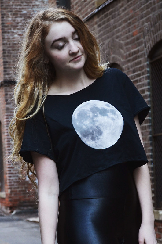 DIY Moon Shirt with free Printable Design on juliettelaura.blogspot.com