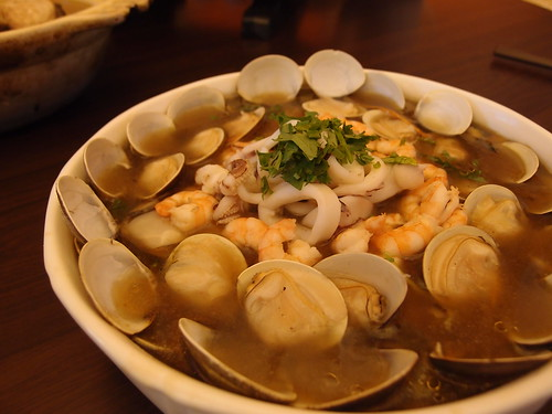 海鮮羹,蝦仁、蛤蜊皆為在地友善養殖,中卷則是友善環境捕撈。