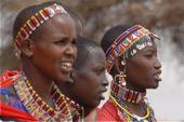 Massai-Frauen beim Amboseli-Nationalpark. Foto: Günther Härter.
