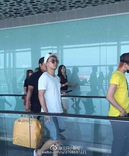 more BIGBANG arrival Shenzhen 2015-08-07 (23)